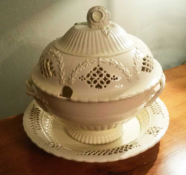 Ceramics<br>Ceramics Archives<br>Creamware Bow with cover and Stand