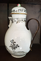 Chinese Export Porcelain covered Pot